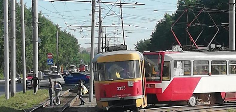 Кому рога всегда помеха или как привезти трамваи ?